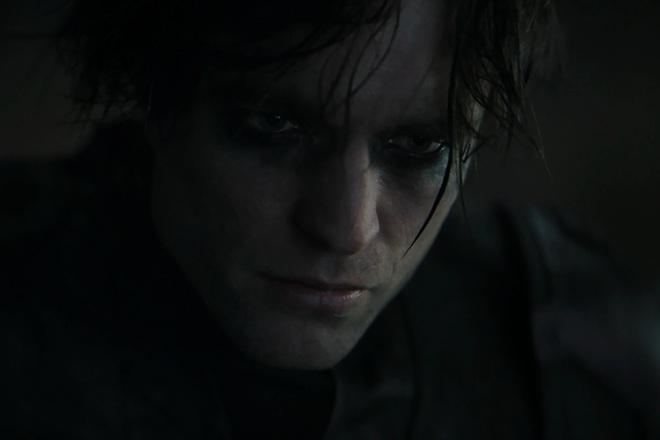 Robert Pattinson gây sửng sốt vì đưa lại một Người Dơi quá lạ lẫm