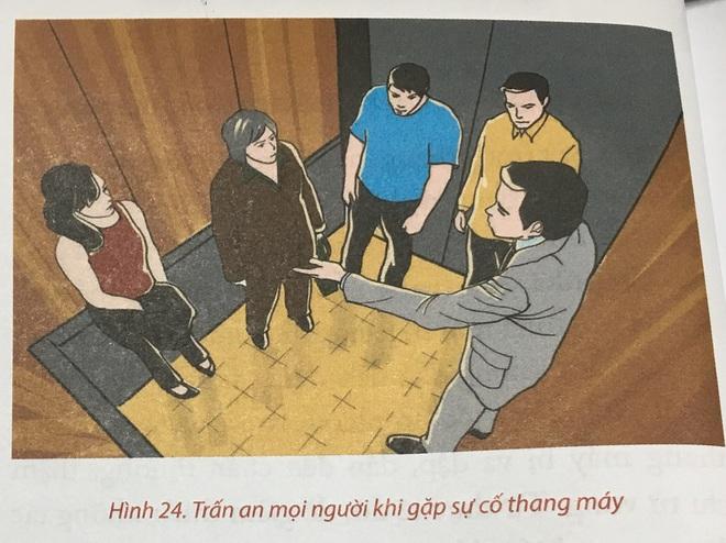 Bộ Công an hướng dẫn kỹ năng thoát nạn khi mắc kẹt trong thang máy