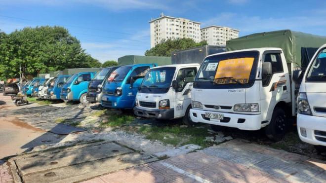 Chợ ô tô tải lớn nhất miền Bắc đìu hiu vì khách không thể vào Hà Nội