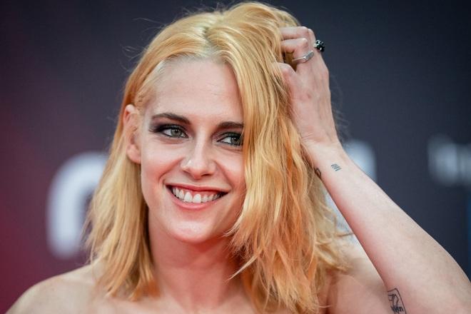 """Sao """"Chạng vạng"""" Kristen Stewart sau 8 năm """"nhận"""" giải Nữ chính tệ nhất"""