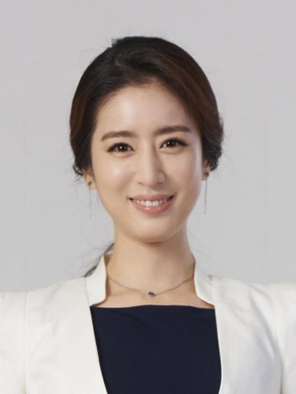 """""""Kim Tae Hee ngành Y"""": Kẻ đánh cắp trái tim tài tử """"Hoàng hậu Ki"""" và phát ngôn gây choáng của người vợ bị chồng """"cắm sừng"""""""