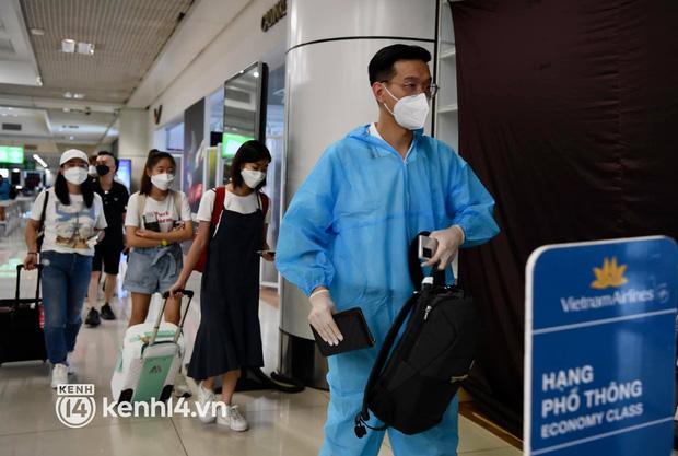 HỎA TỐC: Hà Nội cho phép hành khách bay từ TP.HCM tự theo dõi sức khỏe tại nhà, không phải cách ly tập trung - ảnh 1