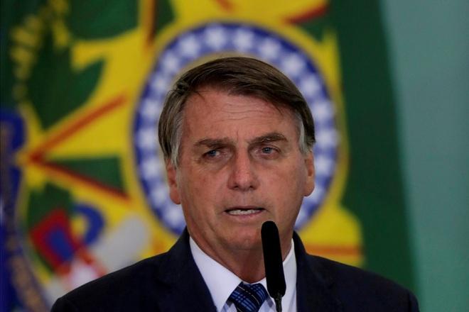 Tổng thống Brazil bị cấm đến sân xem bóng đá vì chưa tiêm chủng Covid-19 - ảnh 1