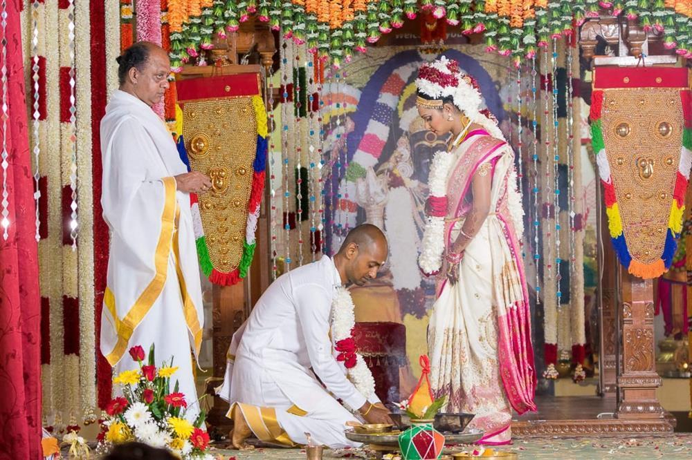 Nghi thức độc đáo cho cô dâu trong đám cưới ở Ấn Độ