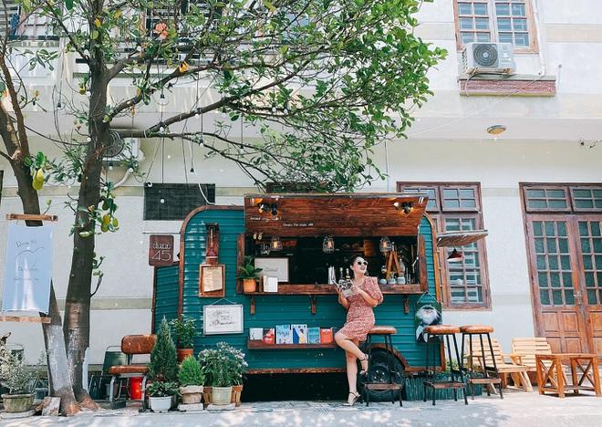 """Quán cà phê trên chiếc """"ô tô tự chế"""" của nhóm bạn trẻ ở Đà Nẵng"""