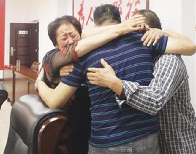 Đôi vợ chồng cưu mang người ăn xin rồi bị bắt mất con, sự việc xảy ra sau 41 năm gây xúc động - ảnh 1