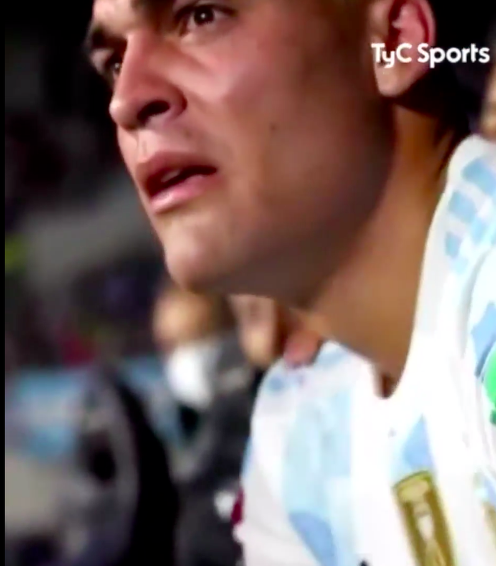 Lautaro Martinez gục khóc sau khi bị thay ra khỏi sân - ảnh 1