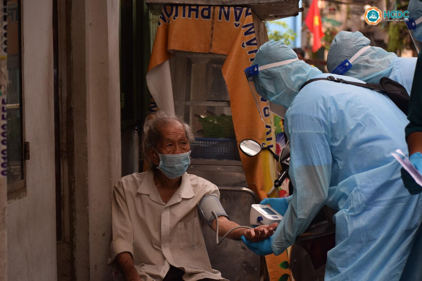 Hai chiến lược quyết định kiểm soát dịch bệnh tại TPHCM