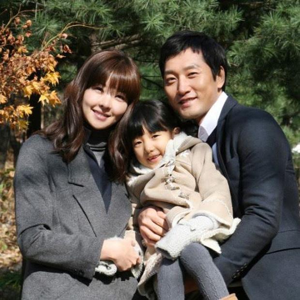 Đời bi kịch của nữ diễn viên xứ Hàn: Chồng bị anh họ sát hại để chiếm 1360 tỷ thừa kế, con gái 7 tuổi giờ luôn hỏi bố ở đâu - ảnh 1