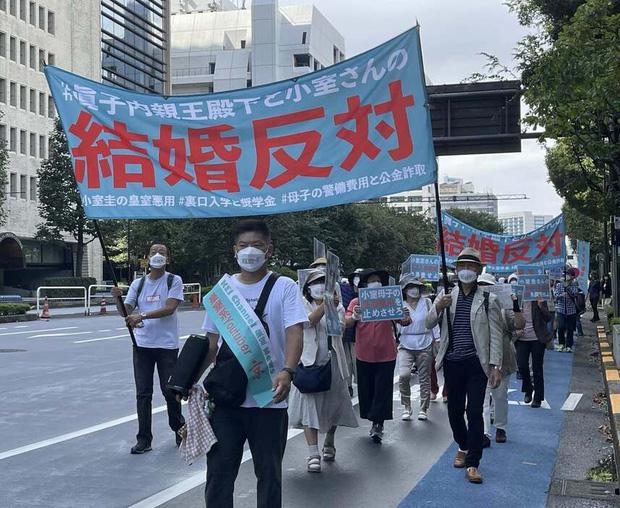 Chưa từng có trong lịch sử: Người dân Nhật xuống đường biểu tình phản đối Công chúa kết hôn, làn sóng bất bình dâng cao đến đỉnh điểm - ảnh 1