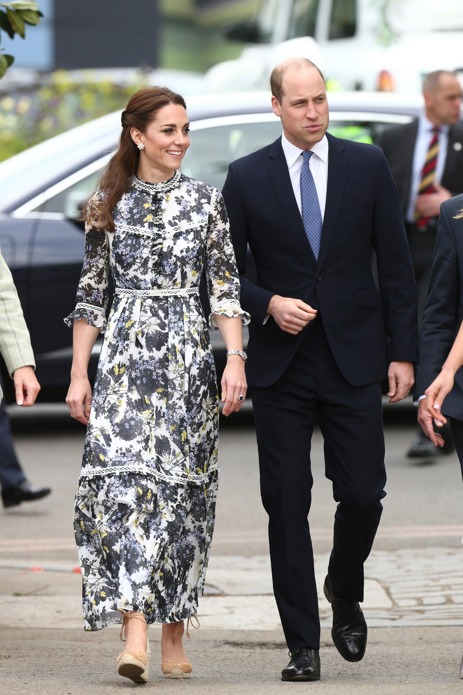 """Từ thời hẹn hò, Công nương Kate đã lên đồ """"tâm đầu ý hợp"""" với ông xã"""