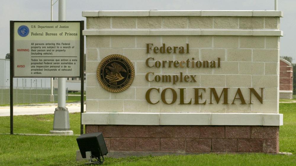 Khui đường dây cưỡng hiếp tù nhân dã man chấn động nước Mỹ: Hé lộ chi tiết thổi bùng phẫn uất - ảnh 1