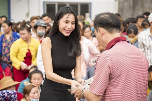 Hoài Linh, Thủy Tiên làm từ thiện ở Huế: