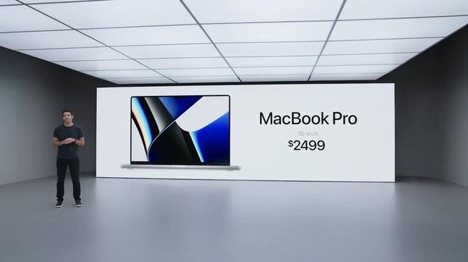 """MacBook Pro """"tai thỏ"""" có giá hơn 180 triệu đồng, về Việt Nam cuối tháng 11"""