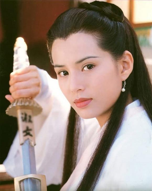 """Được coi là """"Tiểu Long Nữ đẹp không tuổi"""", nhưng Lý Nhược Đồng lại bị cánh tay """"phản bội"""""""