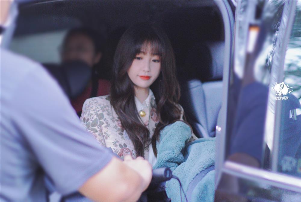 Ngu Thư Hân hết cosplay Jennie lại đến học lỏm Lisa y như con vẹt - ảnh 1