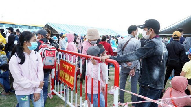 Công an Ninh Thuận thông tin việc phạt tiền người tự đi xe máy về quê - ảnh 1