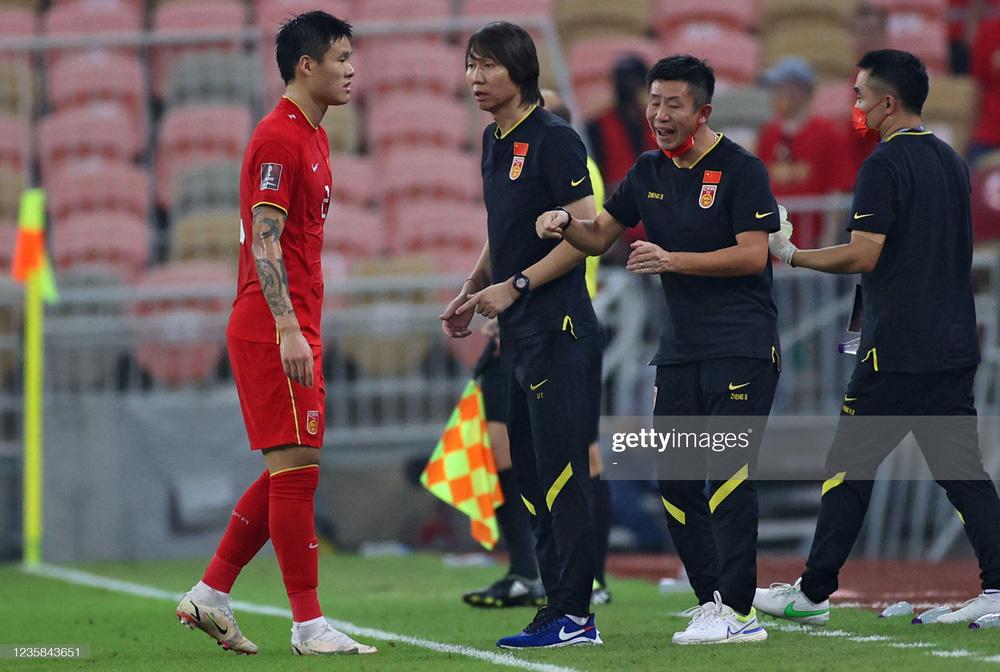 Vui chưa lâu vì thắng tuyển Việt Nam, bóng đá Trung Quốc lại lo lắng về cơn đại ác mộng