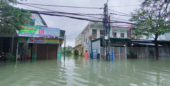 """Nghệ sĩ Việt """"bất động"""" trước tình hình bão lũ miền Trung"""