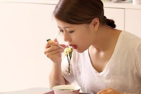 Vì sao người Nhật thích ăn cơm trắng nhưng không bị béo hay mắc bệnh tiểu đường? Họ có 4 cách ăn cơm đặc biệt, chúng ta nên học hỏi