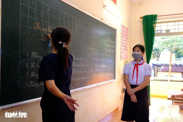 Giáo viên kêu lương thấp, còn bị truy thu phụ cấp gấp trong 30 ngày - ảnh 1