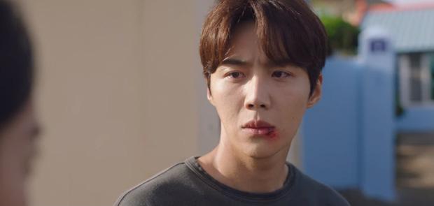 """Kim Seon Ho từng suýt tự tử vì ám ảnh """"giết người"""", quá khứ bi thương lộ rõ ở Hometown Cha-Cha-Cha tập 15"""