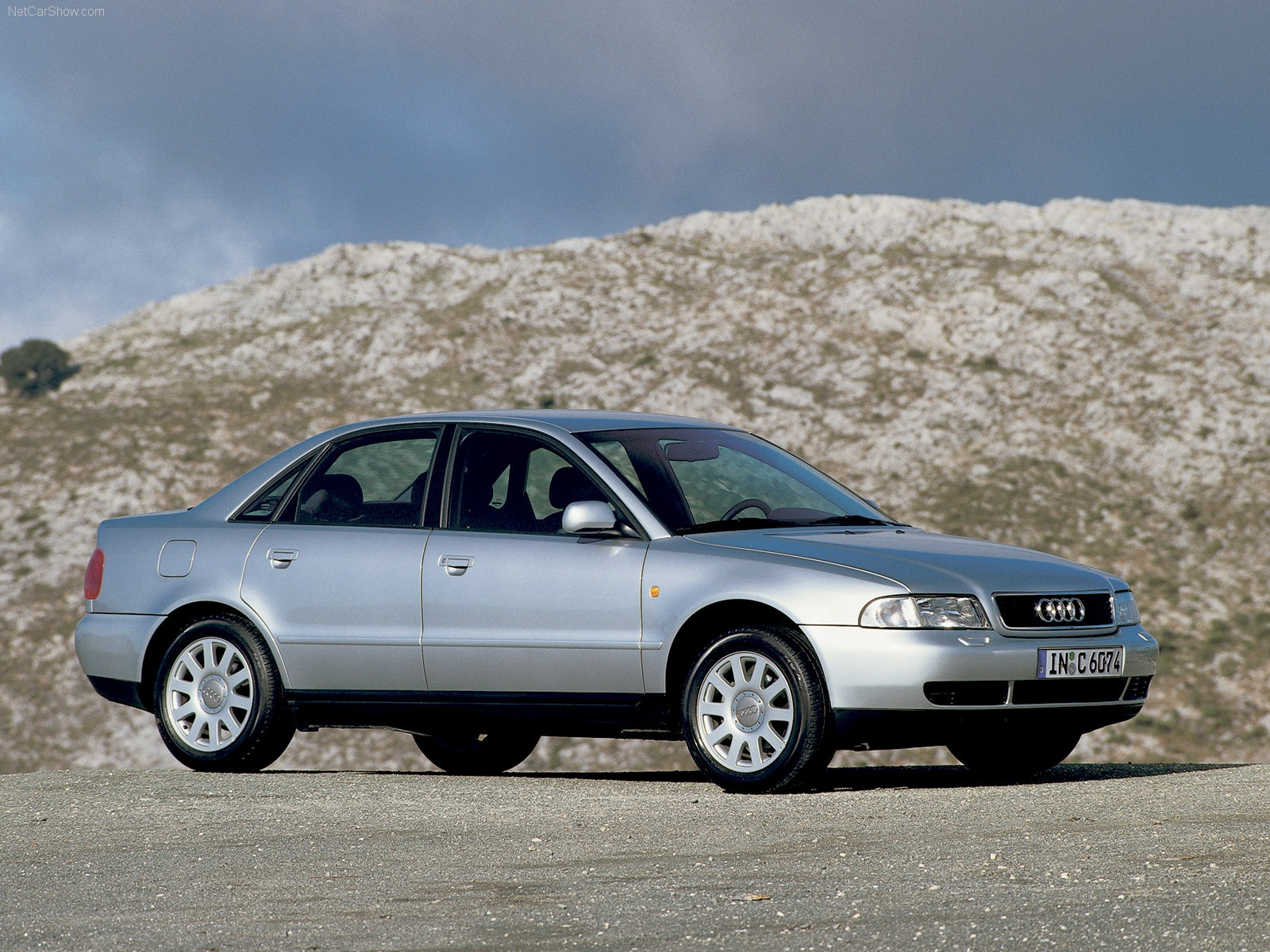 Audi A4 – đối thủ đáng gờm của Mercedes-Benz C-Class và BMW 3-Series