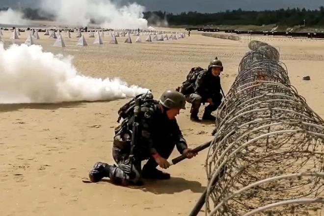 Quân đội TQ tập đổ bộ chiếm đảo: Bài tập lạ và khó chưa từng thấy