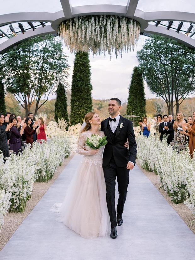 Cận cảnh váy cưới con gái Bill Gates: Đơn giản nhưng sang, nhìn cô dâu là thấy khí chất chanh sả ngập tràn