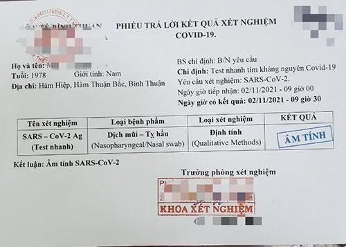 Bình Thuận: Bắt nhóm đối tượng làm giả giấy xét nghiệm Covid-19 với giá 70.000 đồng/tờ - ảnh 1
