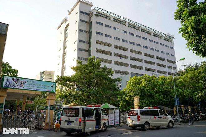 Xét nghiệm 1.400 người liên quan tới ca F0 mới tại Bệnh viện Việt Đức