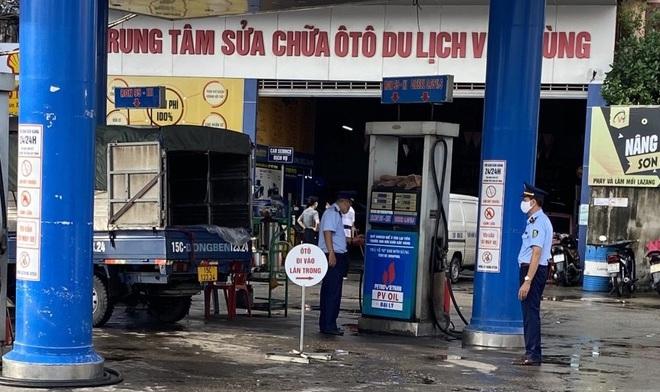 Phạt cửa hàng xăng treo biển