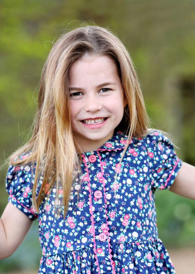 Công chúa Charlotte sẽ là thành viên giàu nhất Hoàng gia Anh, con trai Meghan cũng phải lép vế và đây là lý do