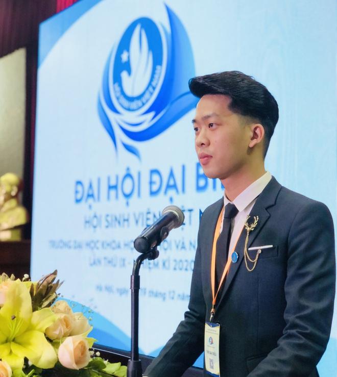 Nam sinh ĐH Quốc gia Hà Nội tốt nghiệp loại Giỏi cùng lúc 2 ngành học