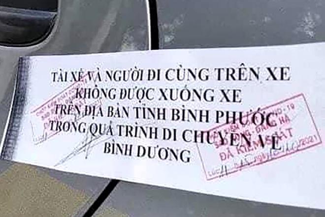 """Ô tô bị niêm phong cửa, """"cấm xuống"""" tại Bình Phước, lãnh đạo huyện nói gì?"""