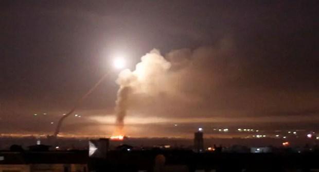 Israel không kích sân bay quân sự của Syria, 6 người bị thương