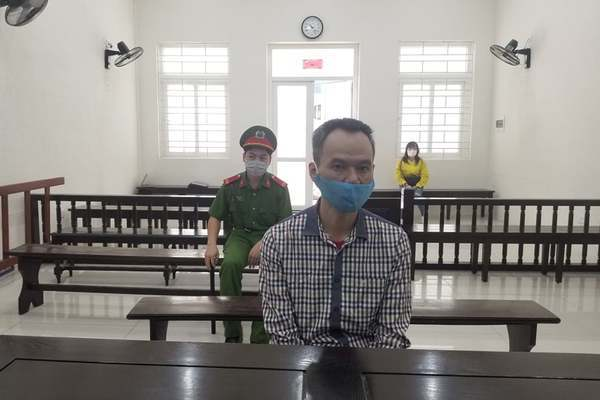 Bảo vệ trường học ở Hà Nội đâm thấu ngực đồng nghiệp để rửa hận