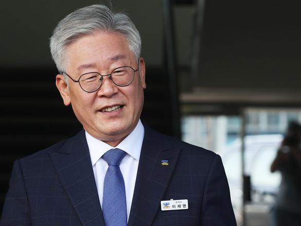 Hàn Quốc: Con trai nữ công nhân vệ sinh trở thành ứng viên tổng thống