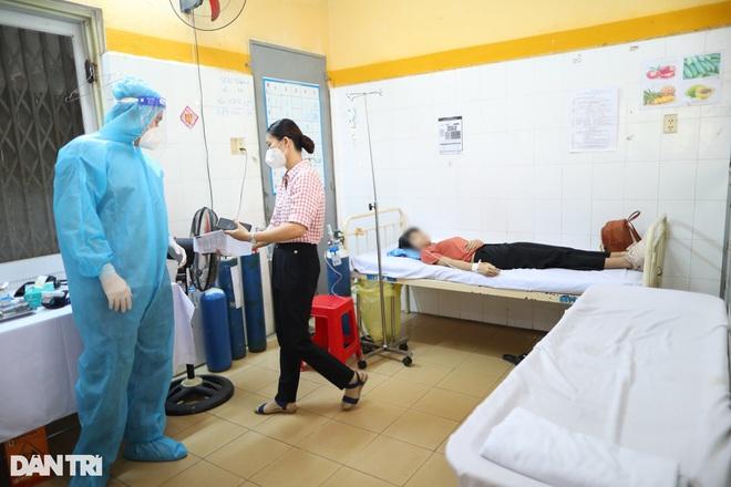 Một học sinh ngất xỉu sau tiêm vaccine Covid-19 ở TPHCM: Cần lưu ý gì?