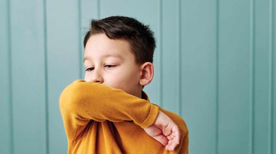 Trẻ ở tuổi này ho nhiều ngày không dứt, mẹ đừng vội cho con uống kháng sinh, chuyên gia mách 2 bài thuốc trị dứt điểm siêu dễ kiếm, giá rẻ bèo