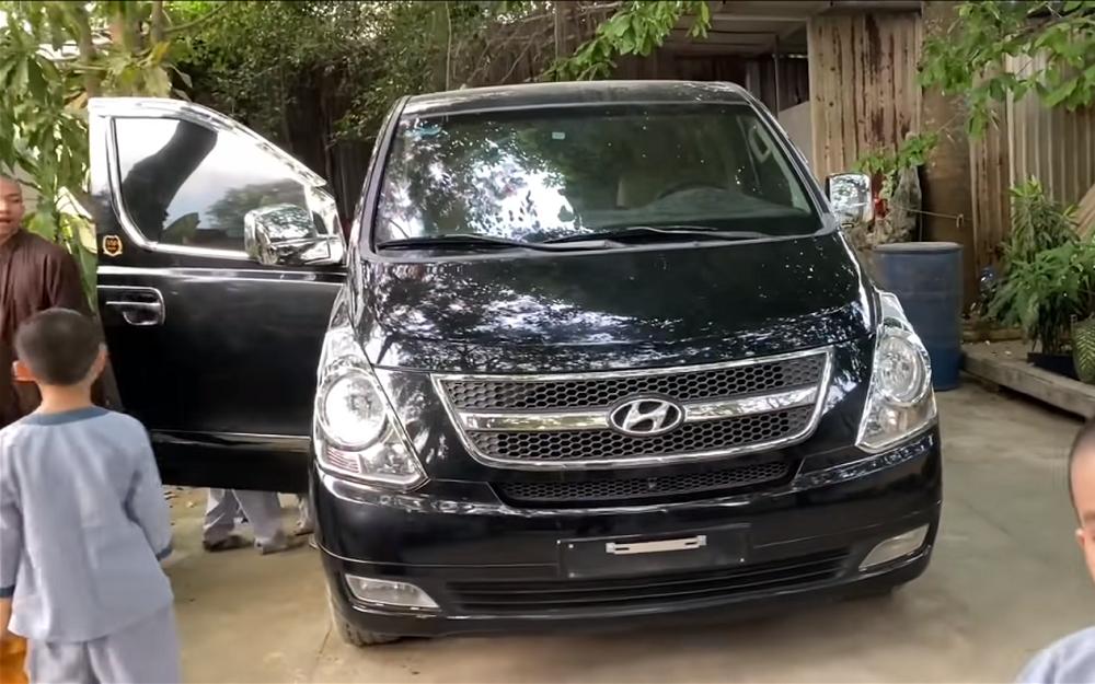 Tịnh thất Bồng Lai rước siêu xe Limousine bạc tỷ, vỗ ngực khoe: Xin 3 người đã đủ tiền mua