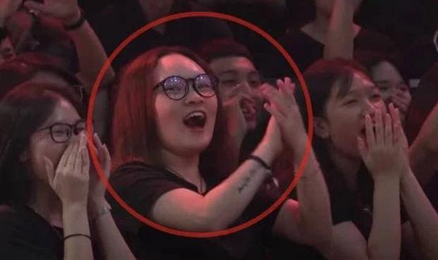 """Rap Việt mùa 2 lên sóng, """"crush của anh quay phim"""" tái xuất với tần số dày đặc!"""