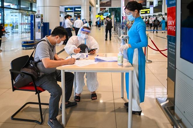 Hà Nội bỏ quy định cách ly tập trung 7 ngày với người bay đến từ TPHCM - ảnh 1