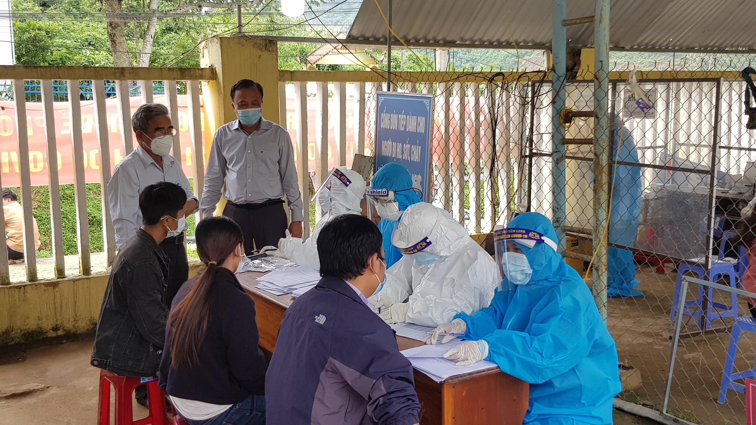 Quảng Nam: Test nhanh phát hiện hàng trăm ca dương tính COVID-19