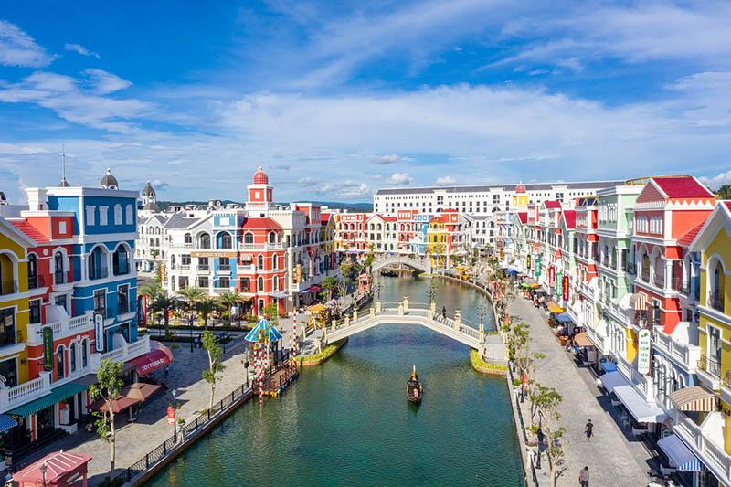 Shop VinWonders đón trọn lợi thế từ trào lưu du lịch, mua sắm sau dịch - ảnh 1